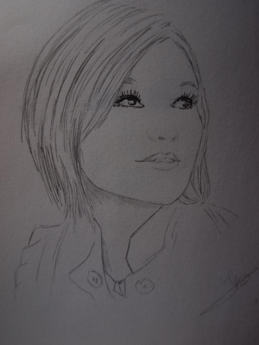 Julia Stiles by Ikigami